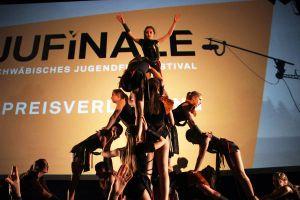 Die Akrobatik-Gruppe des TSV Firnhaberau eröffnet mit einer tollen Choreografie die Preisverleihung